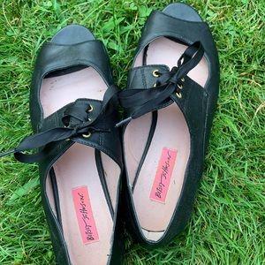 Betsy Johnson black flats